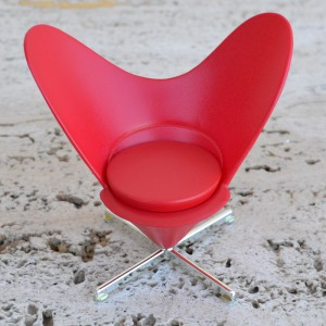 PANTON HEART CONE CHAIR MINIATURE